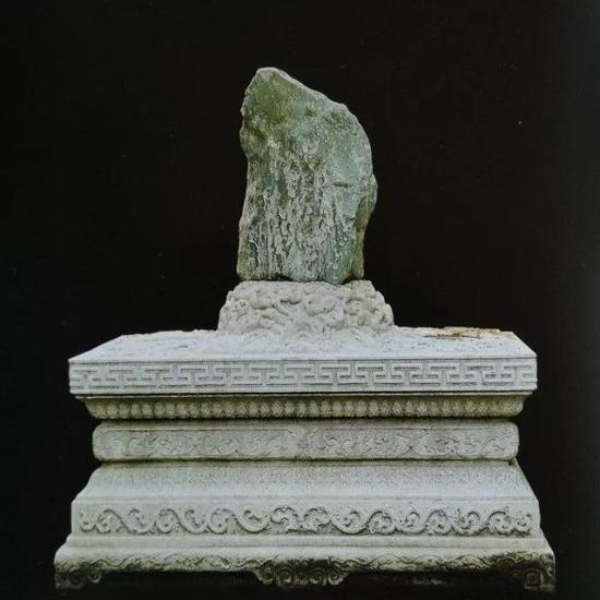 清代中期变体须弥座玉石(丁文父《御苑赏石》)
