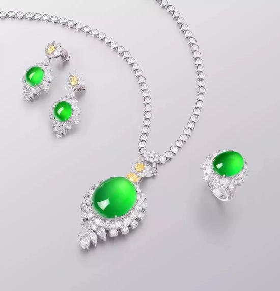 天然满绿翡翠配钻石吊坠、戒指及耳钉 一套
