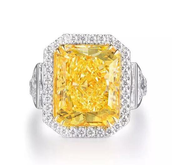 10.20克拉 矩形浓彩黄色钻石 配钻石戒指成交价:RMB 218.5万元