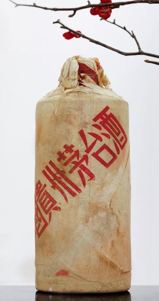 1964年贵州茅台酒(棉纸飞天牌/白瓷瓶)成交价:RMB 41.4万元