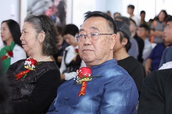 河北师范大学教授、天津湖社画会副会长关尚卿先生在开幕式现场
