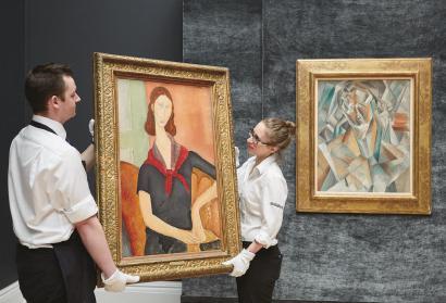 左边这幅莫迪里阿尼《戴围巾的珍妮·埃布特尼》2016年以3850万元英镑(约合3.7亿元人民币)成交。当时,正是这幅作品对同场拍卖、也即右边这幅毕加索作品形成了最大的竞争。