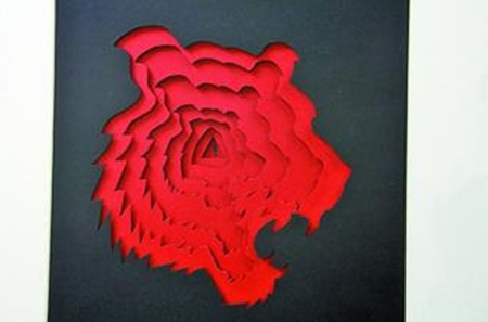 台湾青年设计师创作的立体剪纸艺术会说话