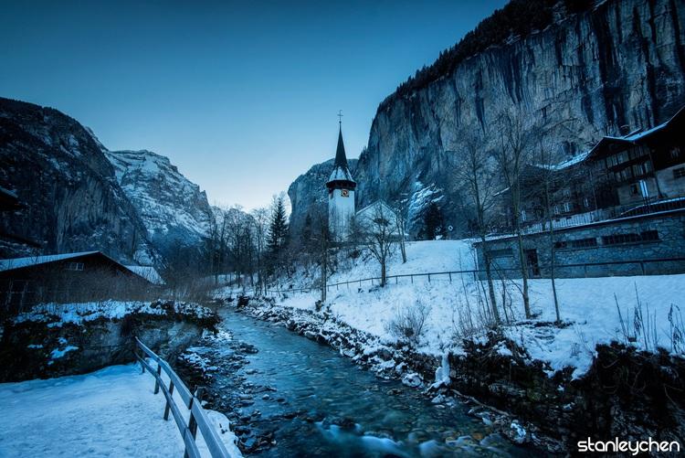 全民滑雪的国度,被阿尔卑斯冰封的山脚下 *劳特布鲁嫩