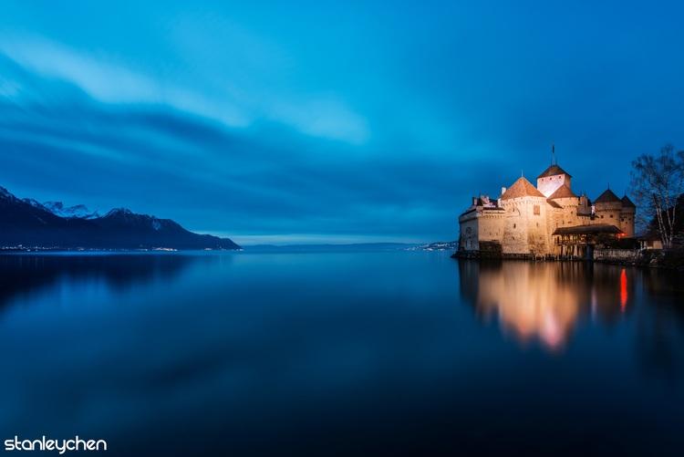拍了半天最后决定不要前景,因为西庸城堡本身就像悬在莱芒湖上的无人之境