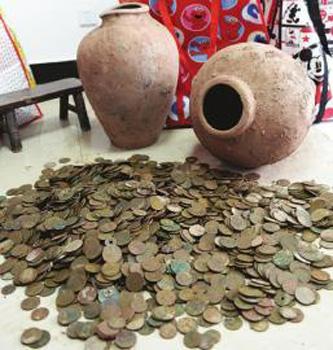 泸州古蔺县工地挖出装有钱币陶罐