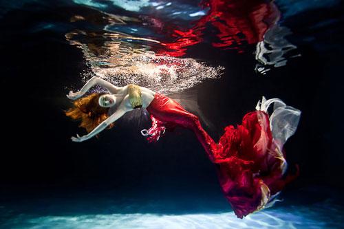 精心又略带不经意的水下唯美摄影作品欣赏