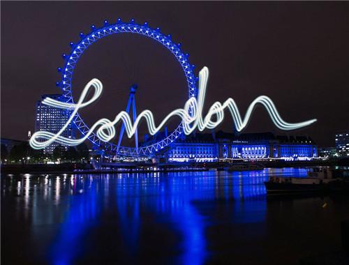 艺术家设计创意明信片:用光在城市夜景图片上写文字
