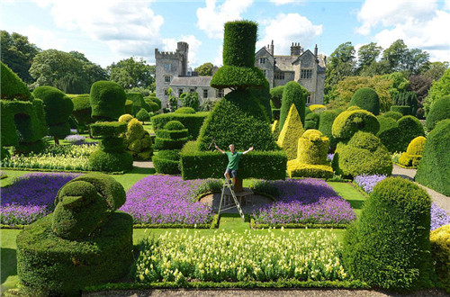 随着夏季的结束,在英国最古老,规模最大的绿色雕塑园利文斯庄园,为给