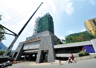 9月6日,正在拆除中的柳宗元雕塑工程