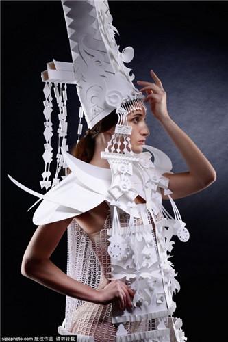 乌克兰艺术家创作巴洛克风格纸雕婚纱(组图)