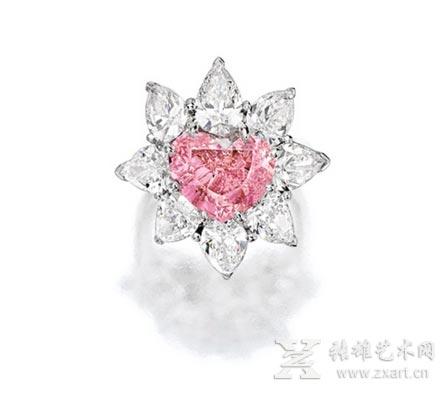 心形鲜彩粉红色钻石配钻石戒指