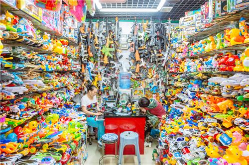 义乌小商品批发市场里的色彩风暴
