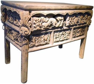 可乐马古典家具博物馆陈列的宋代雕花桌