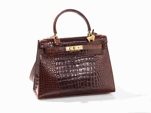 90年代生产的Hermès皮革凯莉包,John Dumaszai 1935年设计了这个包,起拍价为6000欧元
