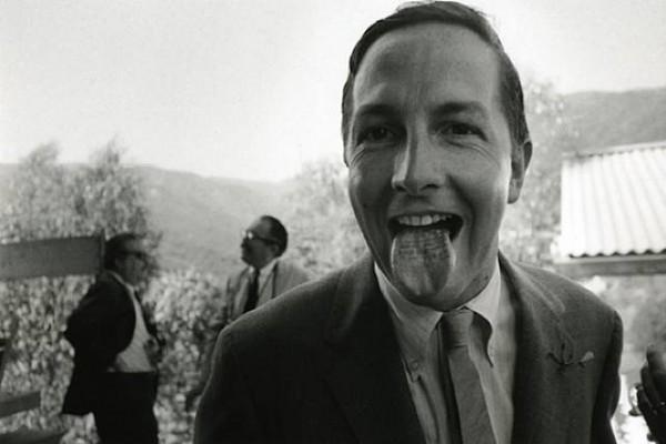 """罗伯特·劳森伯格在1966年Oldenburg的婚礼上用自己舌头印上""""新婚纪念,克拉斯·奥尔登堡"""