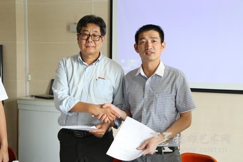 福建师范大学美术学院院长李豫闽与张雄艺术文化有限公司董事长张雄签署合作协议