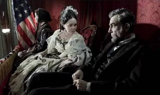 美国总统林肯也是一个梅毒患者,林肯的遗孀玛丽,晚年患有精神病,很
