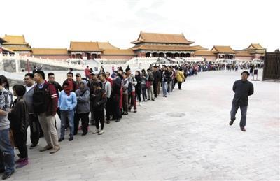 10月11日,《清明上河图》最后一天展览,大量观众前去观看。