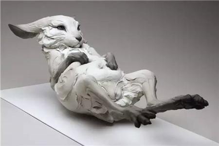 的粘土动物雕塑