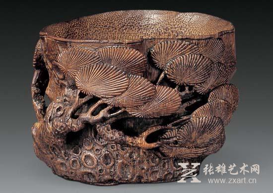 或是用竹根雕刻成各种陈设摆件