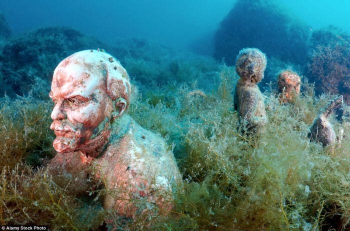 藏在欧洲海底的雕像博物馆