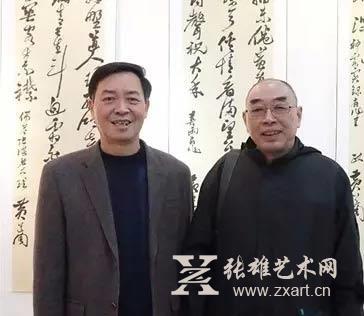 林仲文(左)与厦大教授、黄道周研究专家侯真平(右)合影