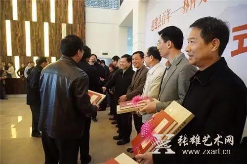 向东山县赠送了200册《陈元光诗赋•林仲文书法作品集》