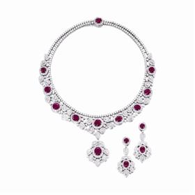 红宝石配钻石项链及吊耳环套装,成交价85万港元