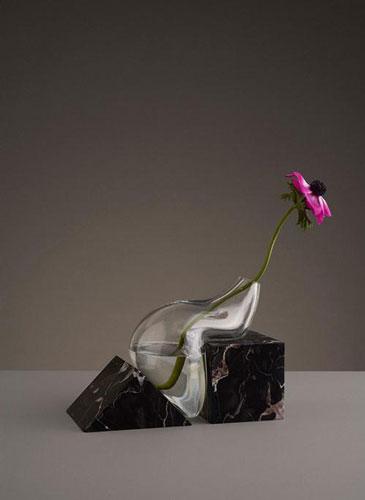 """来自瑞典工作室设计的""""葛优瘫""""玻璃花瓶"""