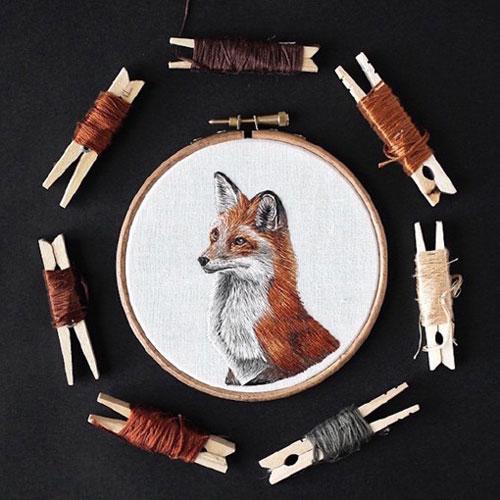 原标题:生动可爱的小动物刺绣设计作品 见过绘画记录小动物的,也见过