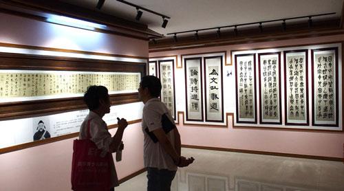 观众参观上海瓷林