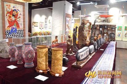 泸州民间艺术品展
