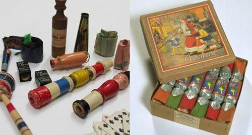 圣诞拉炮的包装盒以及拉炮中的小玩意儿,1948年。
