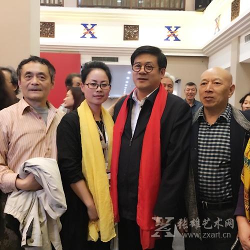 张雄艺术网运营总监与徐里副主席合影