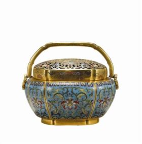 图5 清乾隆铜胎掐丝珐琅荷塘莲纹海棠式手炉