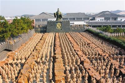 安徽安庆市太湖县的山寨兵马俑群 东方IC供图