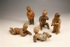 图1 红陶泥塑童戏像