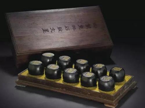 清乾隆 御制重排石鼓文墨一组十锭 估价:美元 50,000- 70,000 成交价:美元 1,027,500