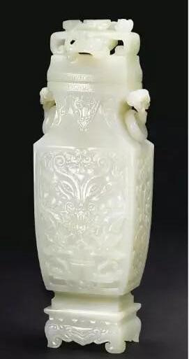 白玉雕仿古饕餮纹连座盖瓶 估价:美元 40,000- 60,000 成交价:美元 415,500