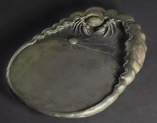 清 端石荷蟹砚 估价:美元 8,000- 12,000 成交价:美元 187,500