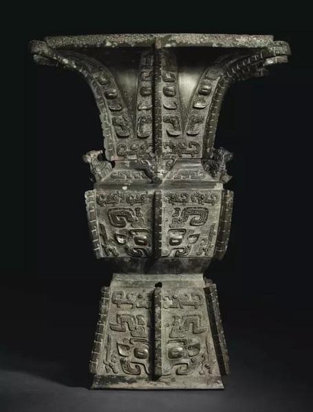 商晚期 安阳 青铜饕餮纹方尊 估价:美元 6,000,000- 8,000,000 成交价:美元 37,207,500
