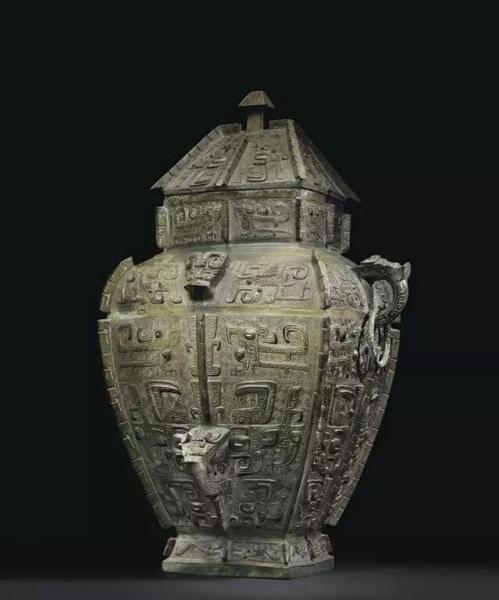 商晚期 安阳 青铜饕餮纹方罍 估价:美元 5,000,000- 8,000,000 成交价:美元 33,847,500