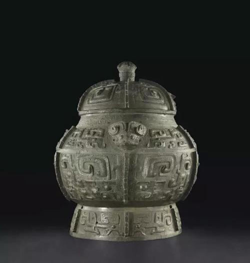 商晚期 安阳 青铜饕餮纹瓿 估价:美元 4,000,000- 6,000,000 成交价:美元 27,127,500