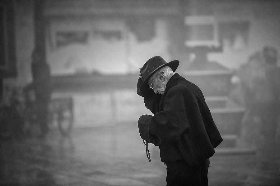 雨夹雪,风里有沙尘的味道