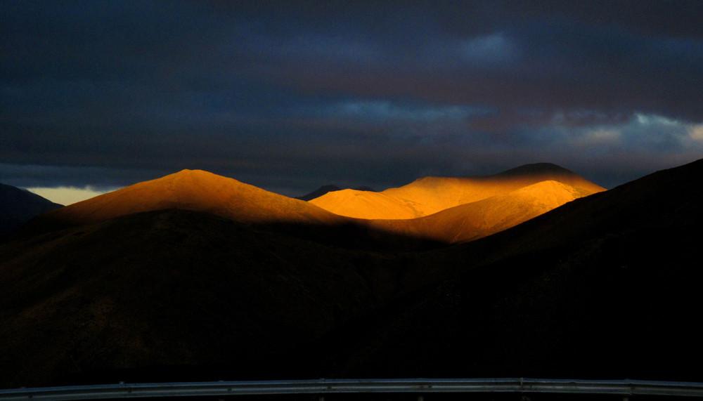 西藏的阳光,有光、有影、有美景!