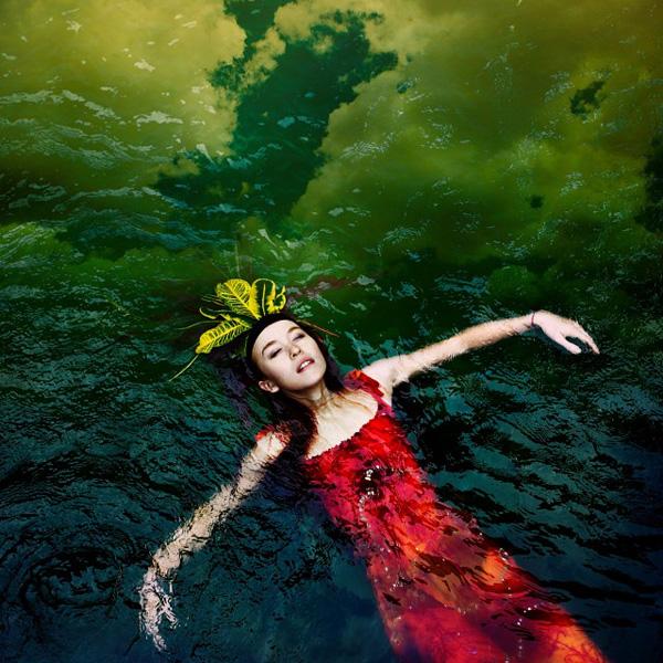 水中的浪漫 英国女摄影师人像作品欣赏