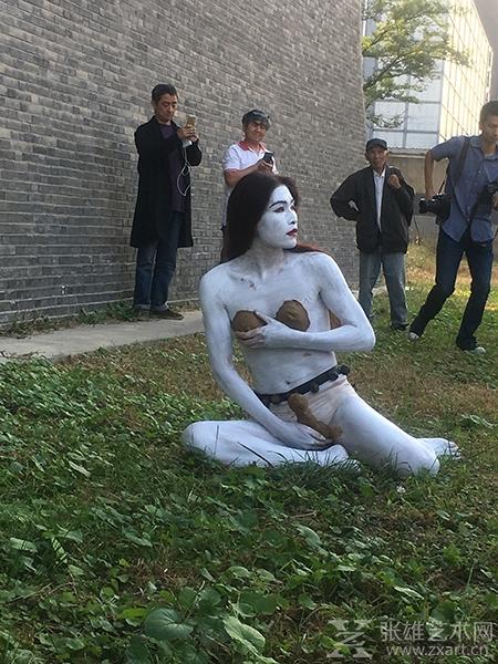 藝術家韓冰 行為藝術作品圖片
