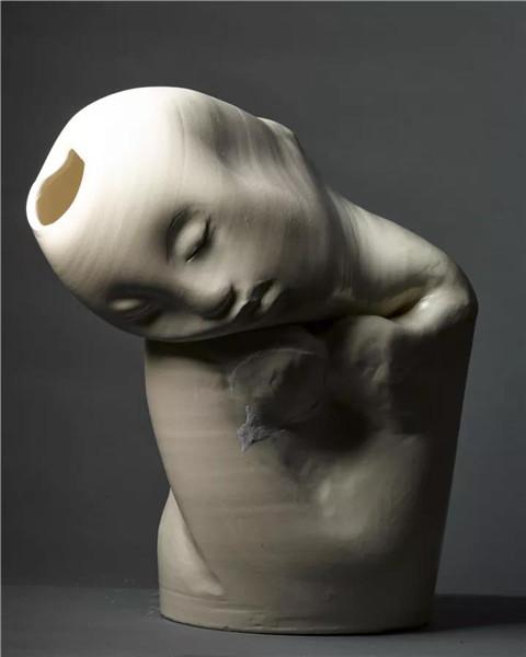 《梦乡》  陶瓷  43cm×32cm×21cm    2016年