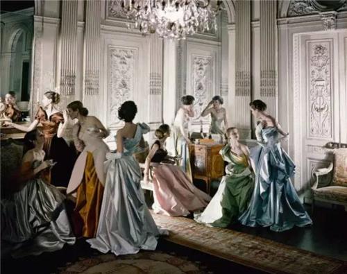 查尔斯?詹姆斯1948作品《法国礼服》